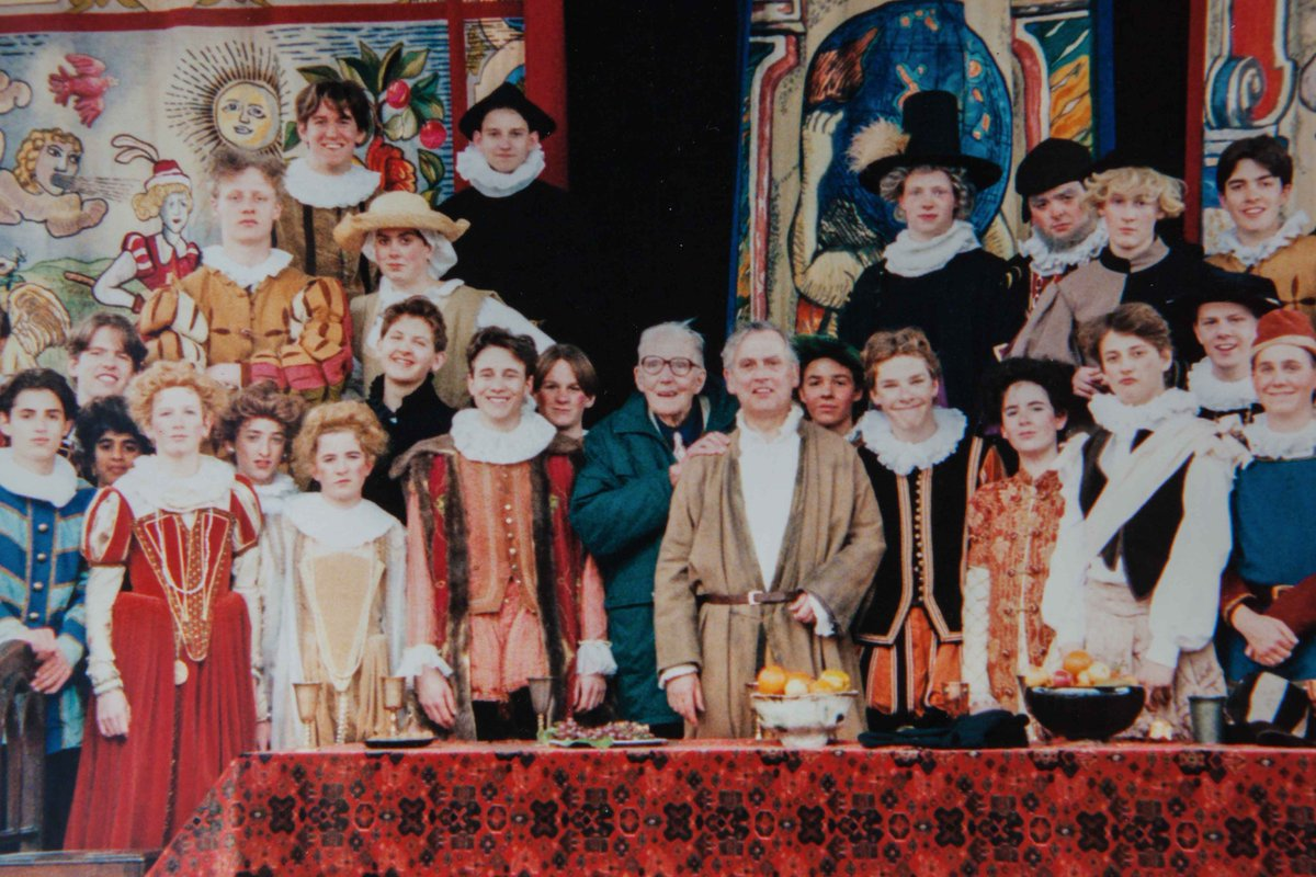Can YOU spot an adorable young Benedict Cumberbatch in this old @The_Globe photo from 1994? https://t.co/IitBWBjZ9K https://t.co/SYlKfJQnb5