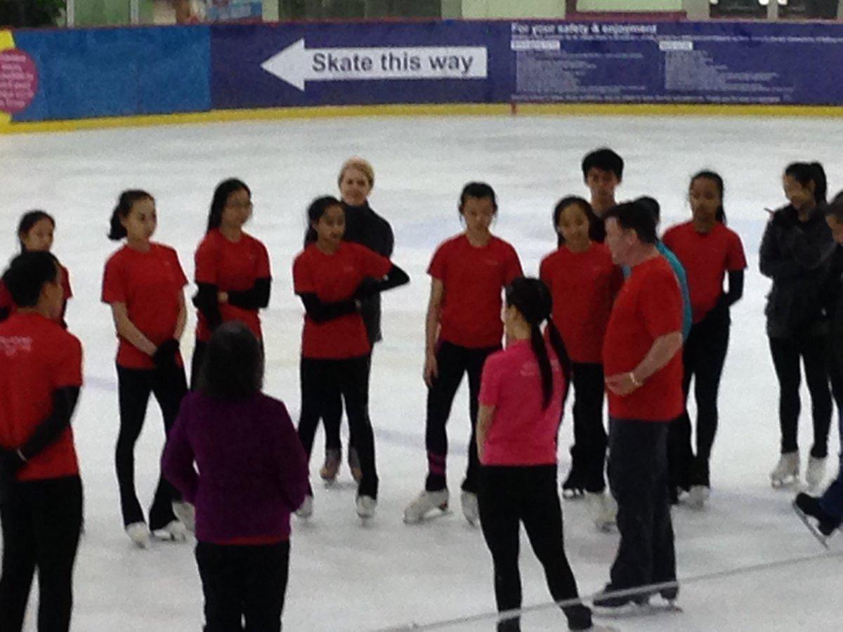 Брайан О́рсер / Brian Orser & Toronto Cricket Skating Curling Club - Страница 3 C9OQ0-wU0AEqpQP