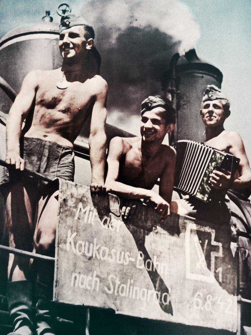 Ребята едут в Сталинград