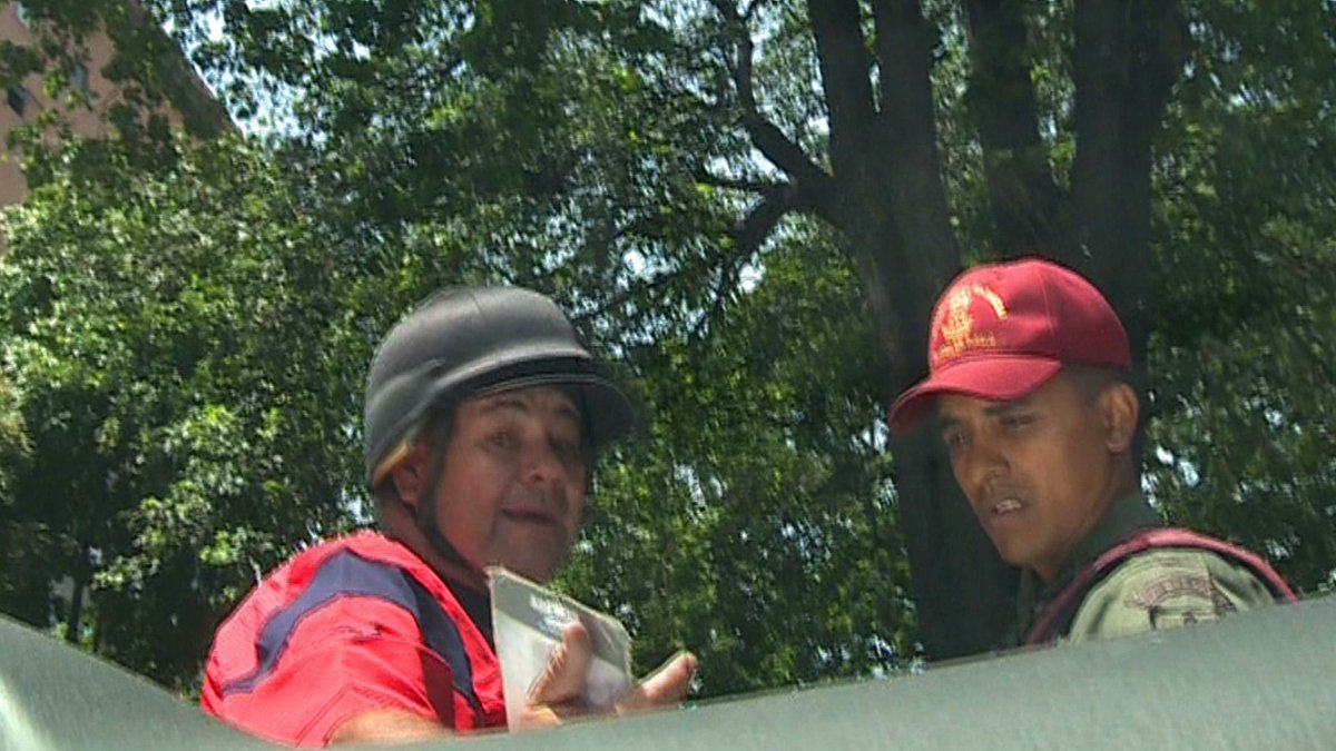 Colectivos atacaron a equipo de TV Venezuela | Foto: @MENAMARY