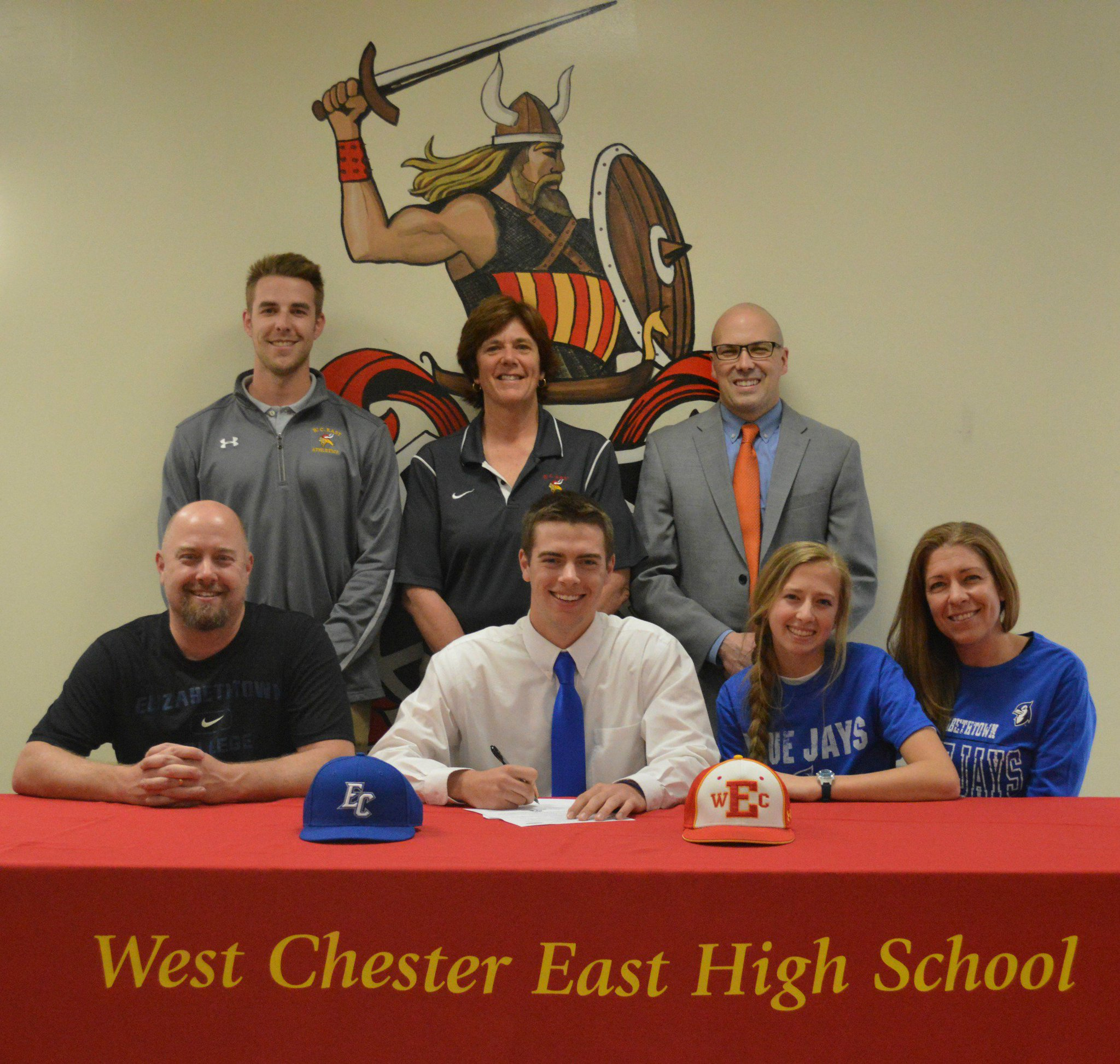 Congrats to Jonathan Thompson signing to play Baseball at Elizabethtown College @EtownBlueJays @WCEstudents @chesmont @WC_EastBaseball https://t.co/ivzrZyiGk4