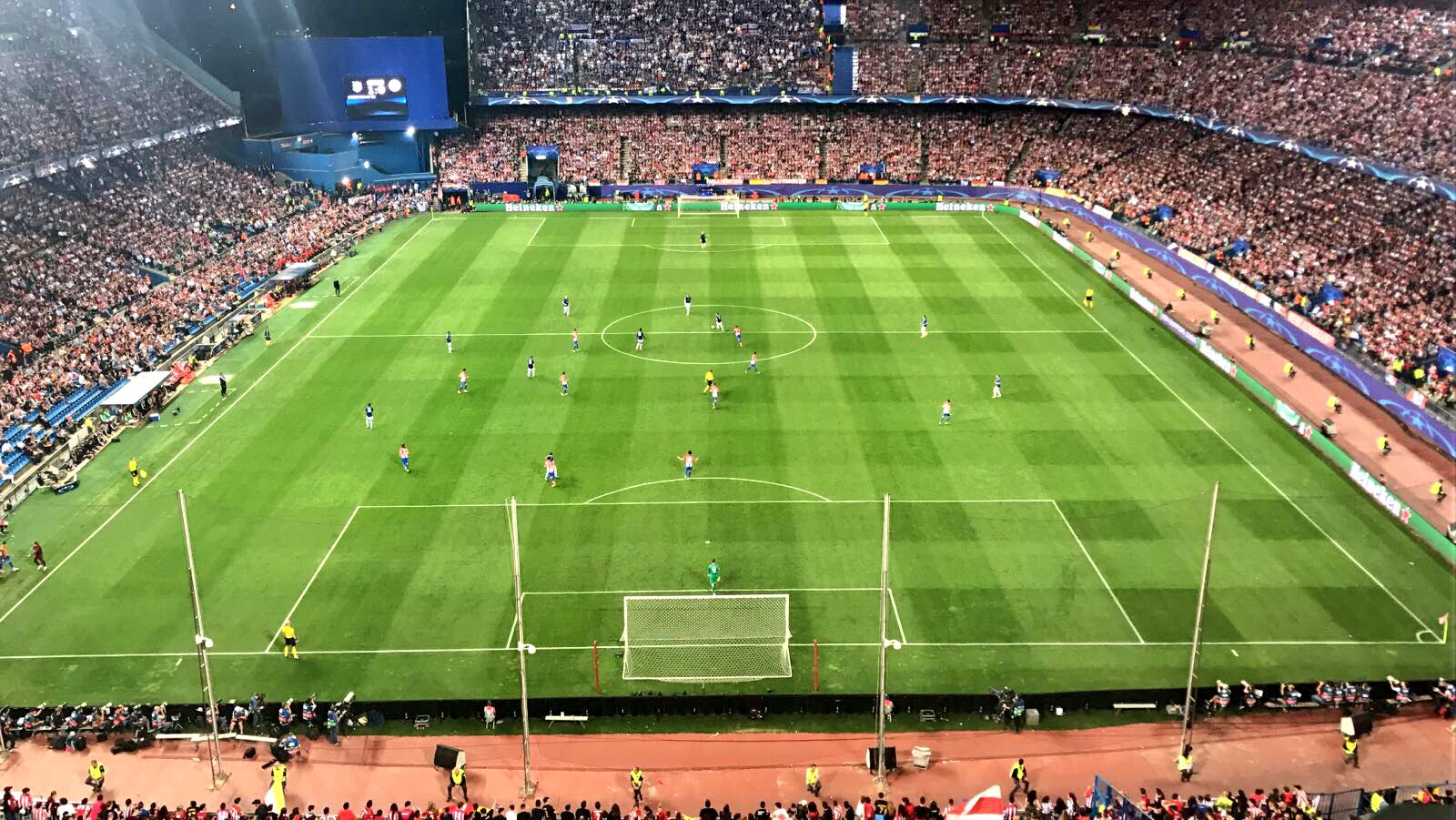 Unreal scenes here at the Vicente Calderón Stadium.... #AtmLei still 1-0 up...!!! https://t.co/3Oc4TkJhkc