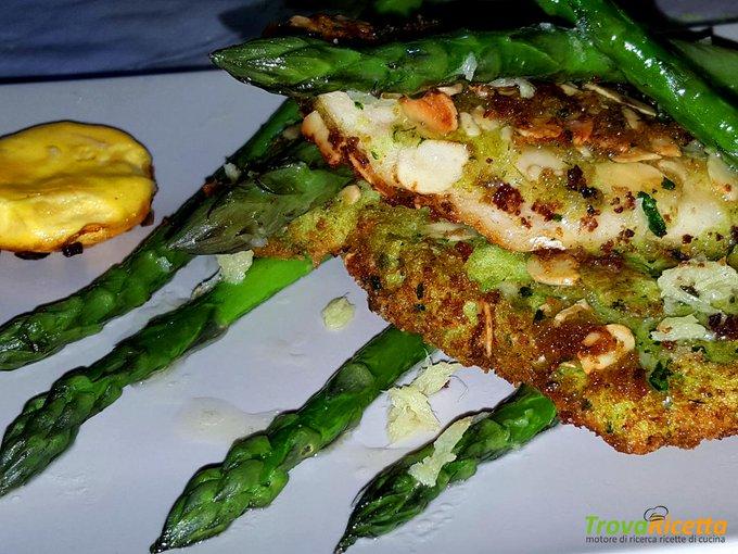 Filetti di trota con panatura alle mandorle e asparagi