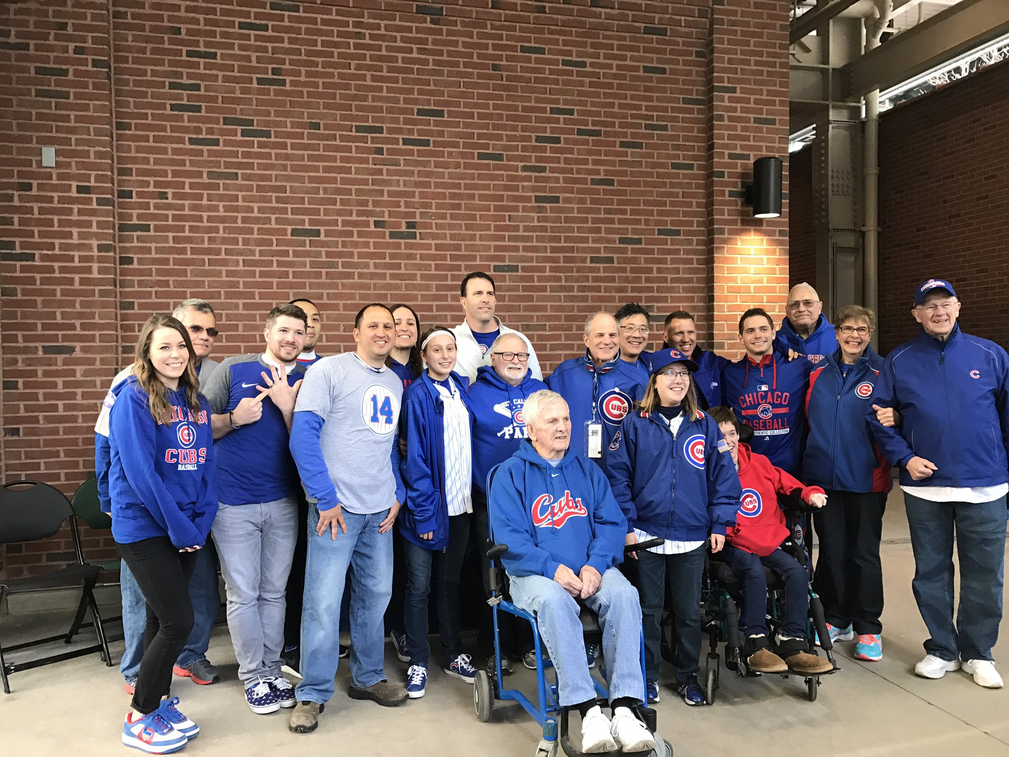 Group shot of the #cubsringbearer ! #ThatsCub #Cubs @Cubs https://t.co/g71pqCwL07
