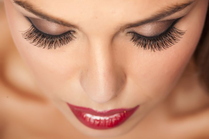 Everything You Need To Know About Semi-Permanent Eyelashes