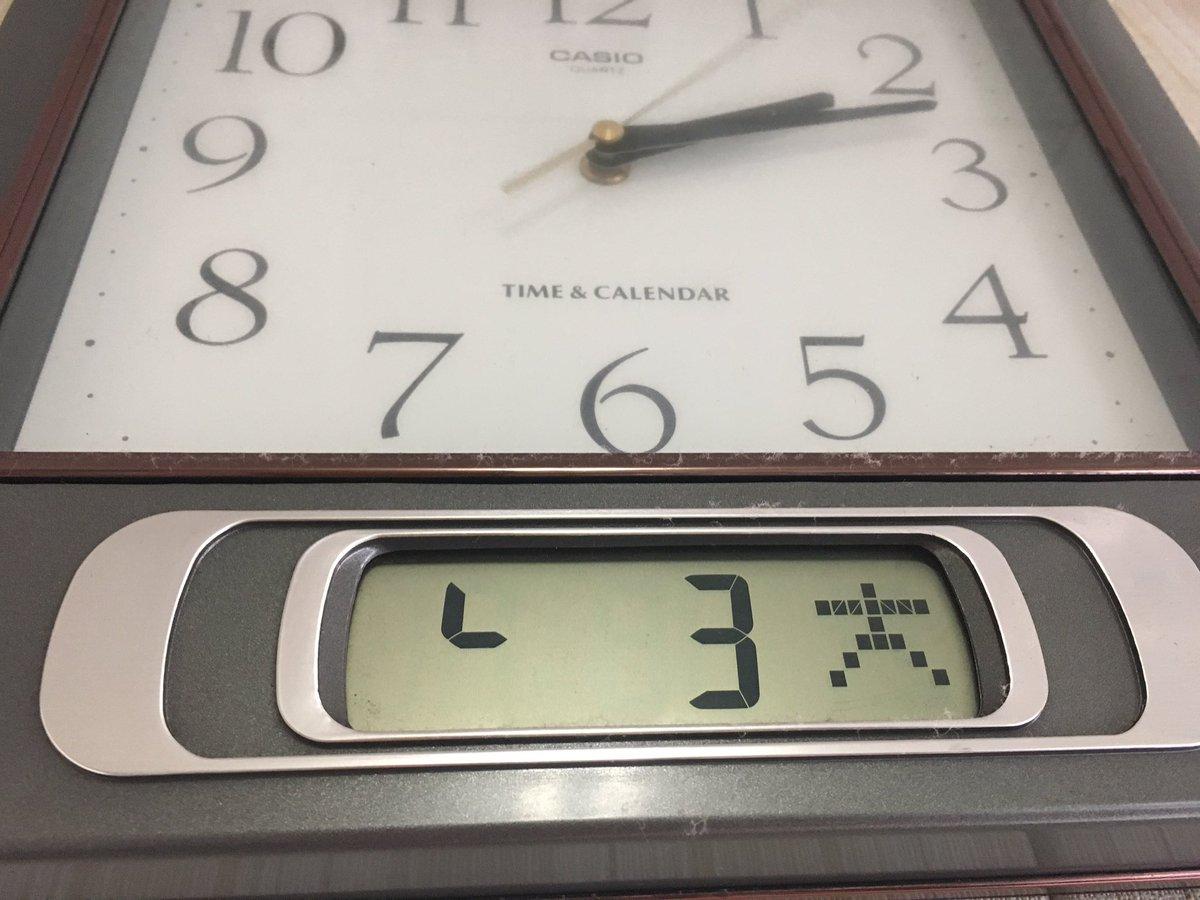 カレンダー付きの時計は便利だからみんな買ったほうがいいぞ。曜日感覚を失いがちなフリーランスでも、今日が└月3日の大曜日だとひと目でわかる。