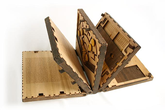 パズルを解かないと読めない、レオナルド・ダ・ヴィンチの工房の弟子による冒険が語られるたった5ページの本。 https://t.co/0PONLvsYpD