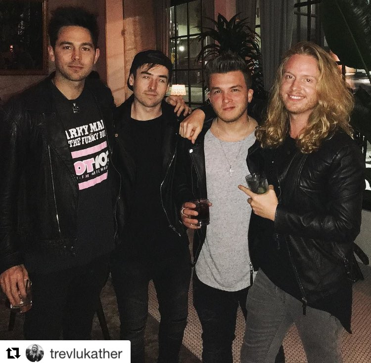 Awesome hang with these talented dudes @TrevLukather @JoshDevineDrums @joshdevinedrums @SilkyBeats https://t.co/UPRNeeCnUK