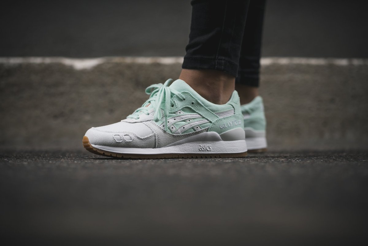 For the ladies: the asics Tiger Gel-Lyte III. Available instore and online. http://solebox.shop/asics-GelLyteIII-bay …