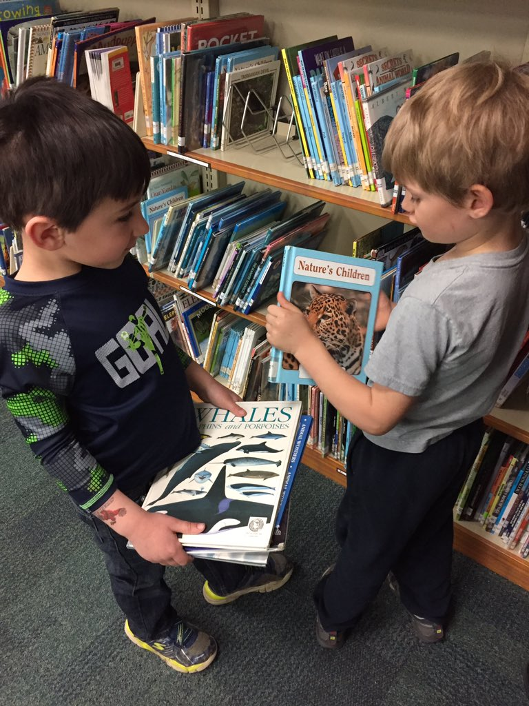 Preschoolers picking nonfiction. #VTED Universal preschool has brought new PreK patrons #nationallibraryweek https://t.co/6XEhZ9qbrN