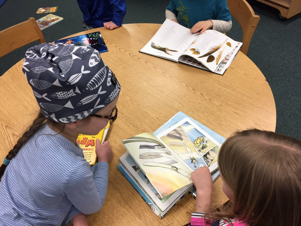 "Kindergartners practicing their classroom strategy ""Read with someone"" #nationallibraryweek #librarysnapshotday https://t.co/EEtYGRMoCs"