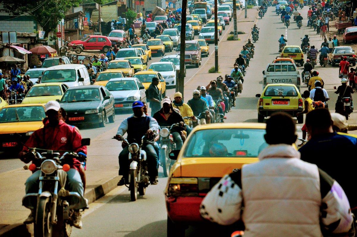 Et pendant qu'on y est, encore toi @CityOfDouala, tu as changé le Code de la Route sans nous prévenir. Voilà...