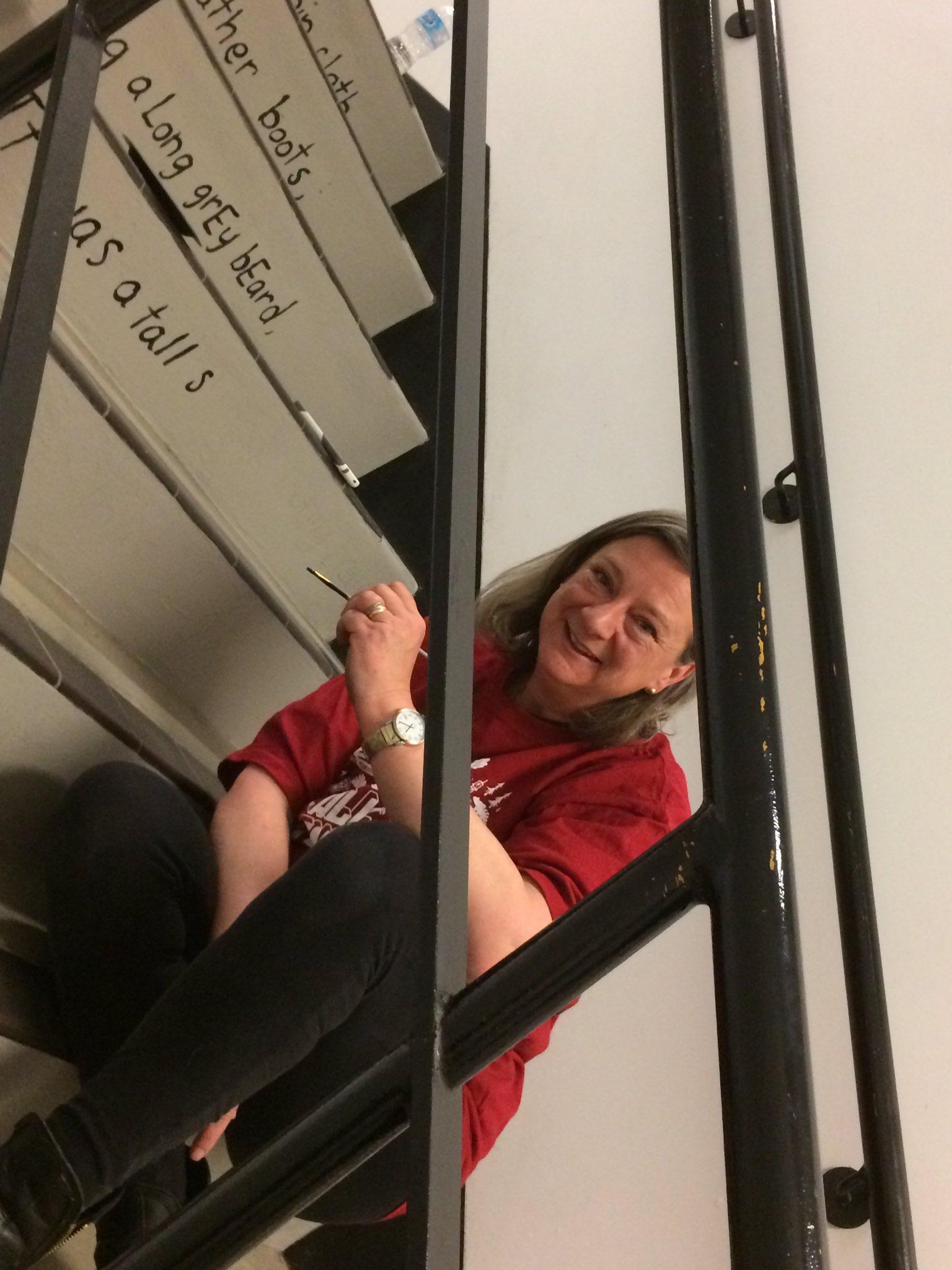 One of our distinguished alumnae @EnomisEel helps restore Leon the Frog @UCalgary_Arts. @ucalgaryalumni #LeonLives https://t.co/q0AQwNs4Uk