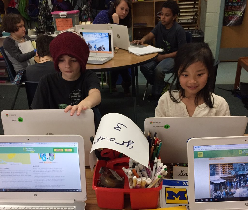 #Librarysnapshotday in a gr 3 classroom. What are good websites for info on Afghanistan? #nationallibraryweek #vsla https://t.co/VNpQOVezF7