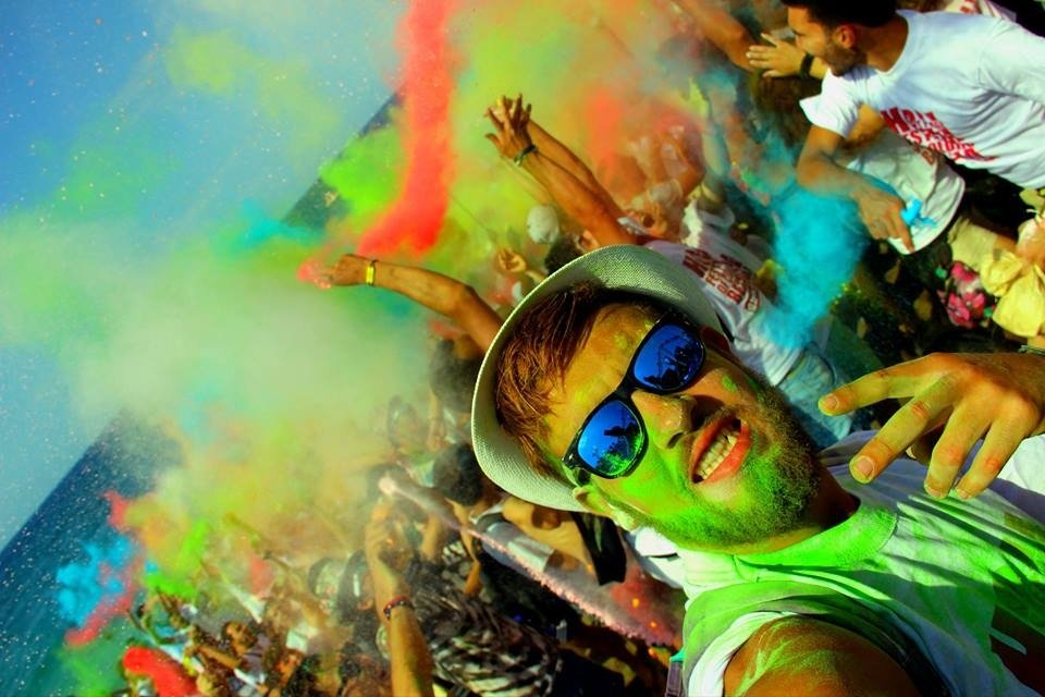 Holi festival of colors Algeria ... is a socio-cultural event that happens every summer in #Bejaia <br>http://pic.twitter.com/xbDTdhZ9Mr