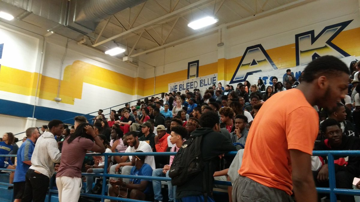Nice crowd here at Garland Lakeview Centennial for guard Zhaire Smiths announcement. Smith picking between Texas and Texas Tech.