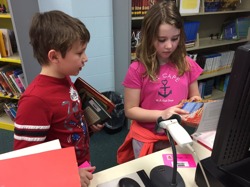 Second graders at the library's self checkout station #librarysnapshotday #nationallibraryweek https://t.co/fbpRMZ44Ch