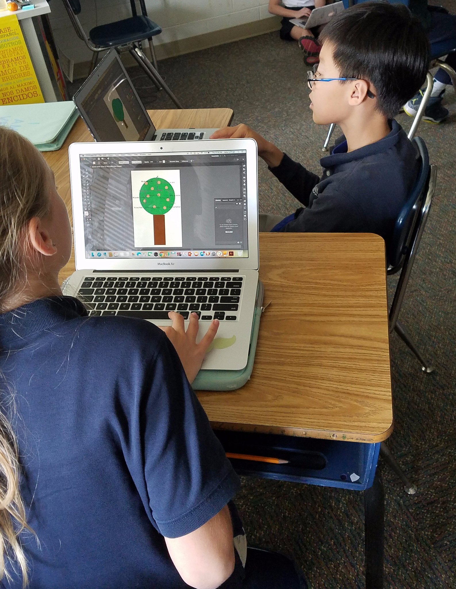 Students creating family trees on @Illustrator for their presentations. Thanks @peacefulpendant for collaborating with me! #myflinthill https://t.co/Ae2Kw0eE0g