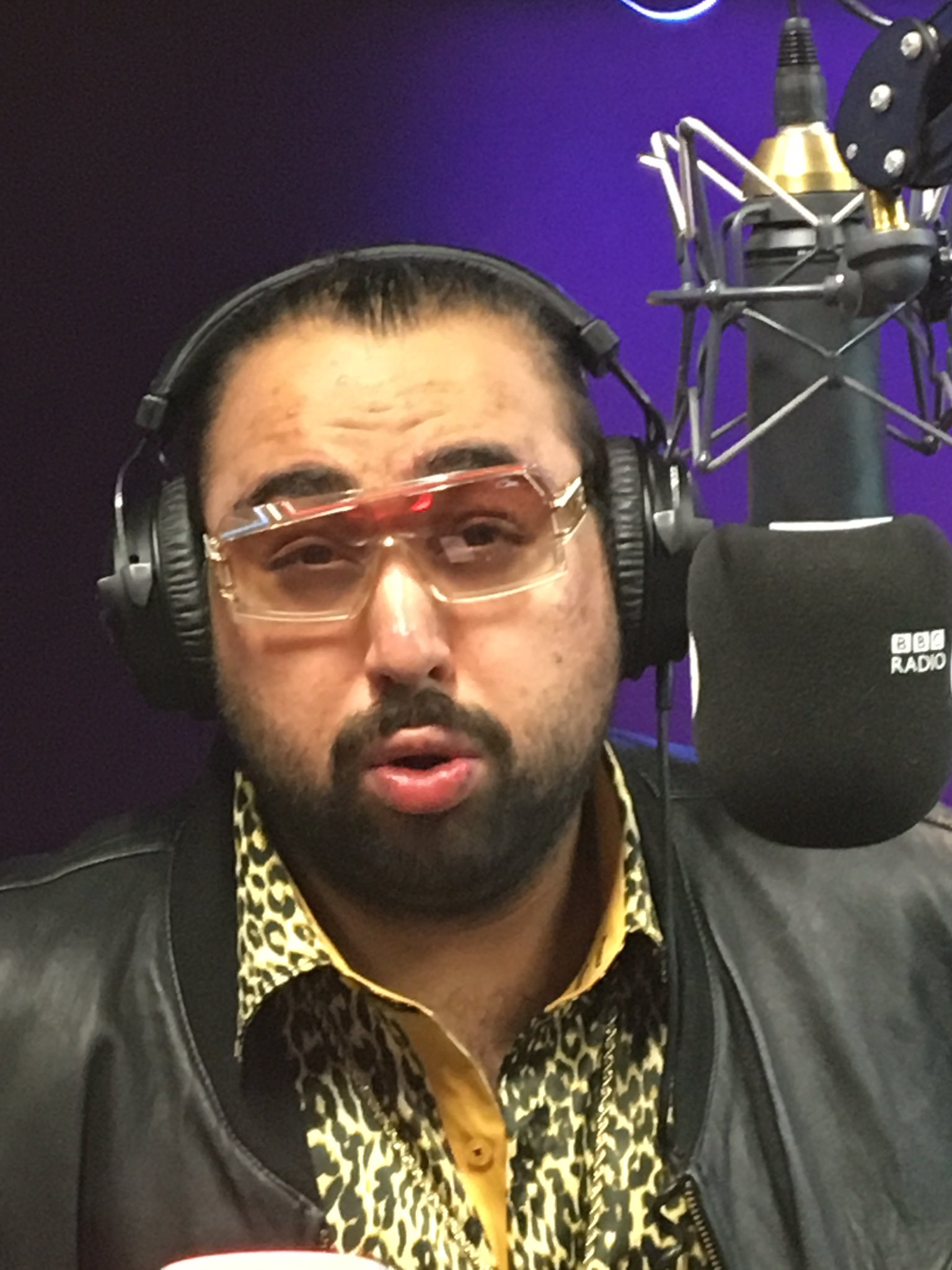 Here is @CHABUDDYGEEZY and his model pose. He's on with us now @BBCR1 #smouldering #realmenhavecurves https://t.co/xYurwSlPIA