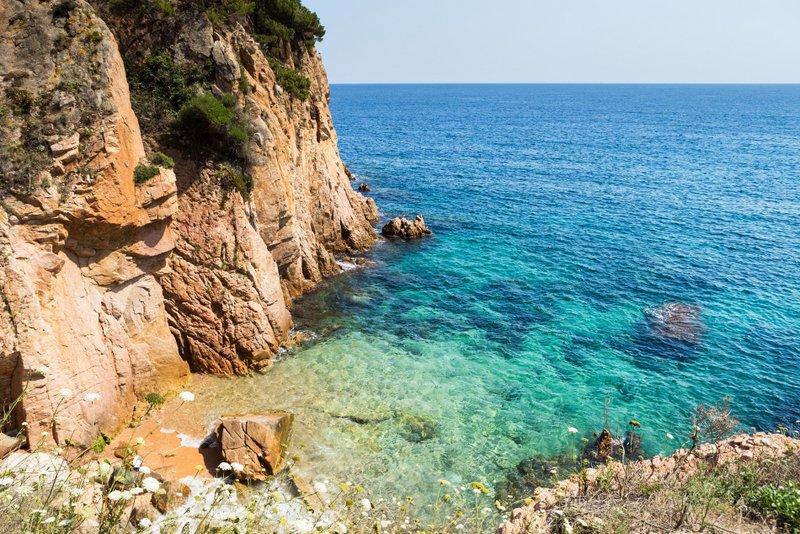 #Sant #Feliu de #Guixols has a lovely old town, a beautiful beach, sparkling sea  http://www. catalonia-valencia.com/sant-feliu-de- guixols-travel-guide.html &nbsp; … <br>http://pic.twitter.com/3MrUT6XqcJ