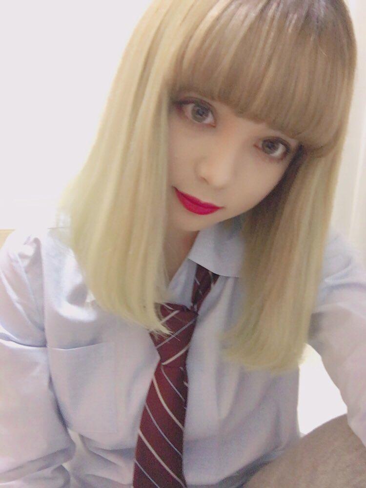 制服姿の渡辺リサ