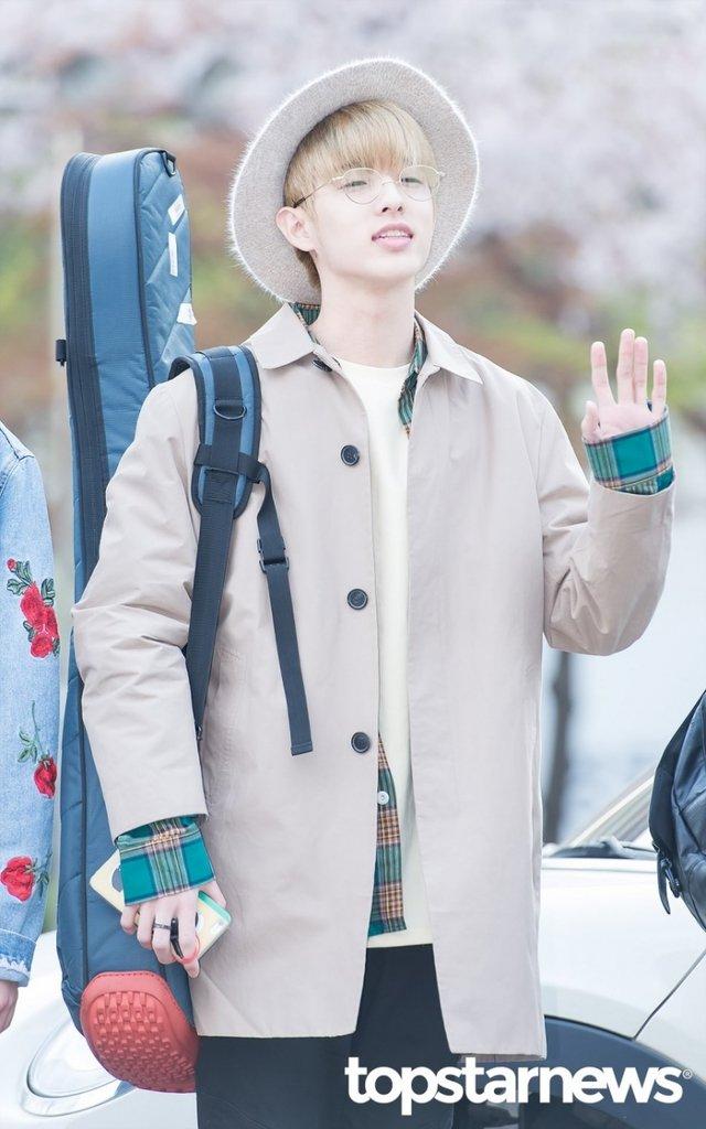 [HD포토] 데이식스(DAY6) Jae, '쩨 졸려서 눈이 안 떠져요'  #뮤직뱅크출근길 #데이식스 #DAY6. https://t.co/A0M83GSgNP