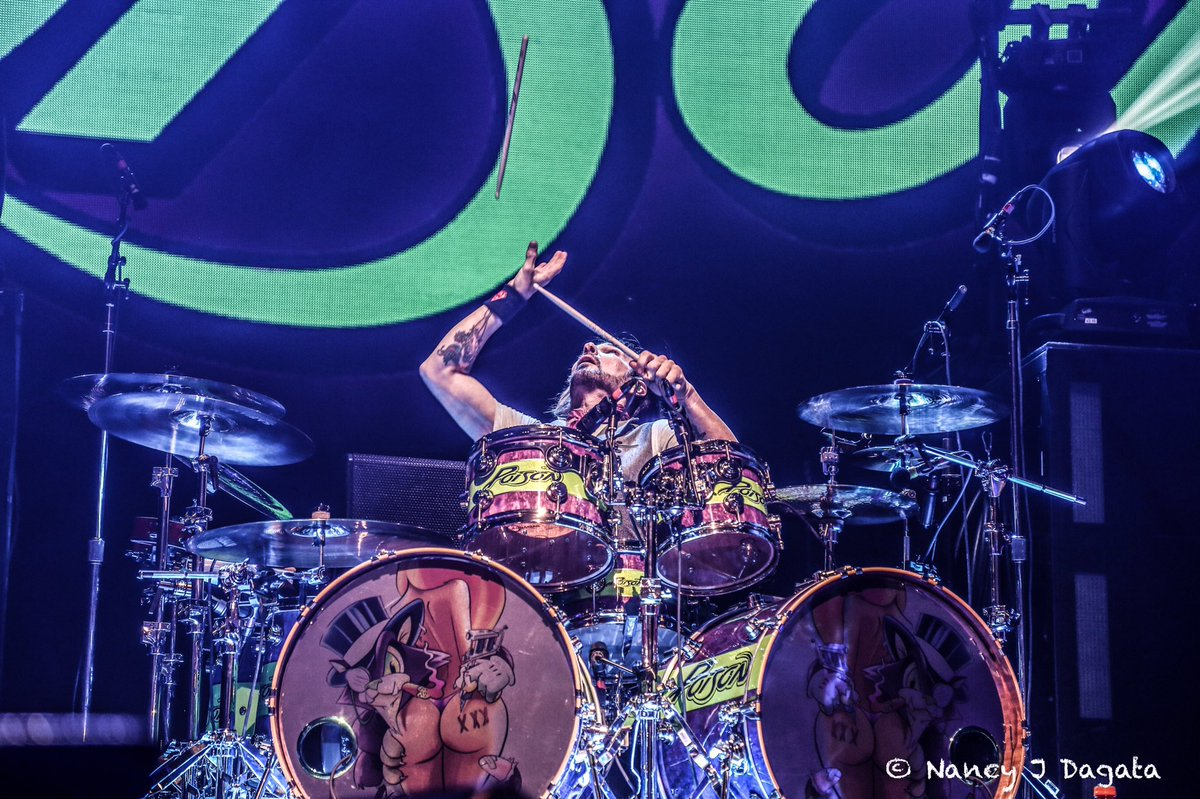 Hey! @RikkiRockett - Catch!@VaterDrumsticks @Poison https://t.co/lsDSf...