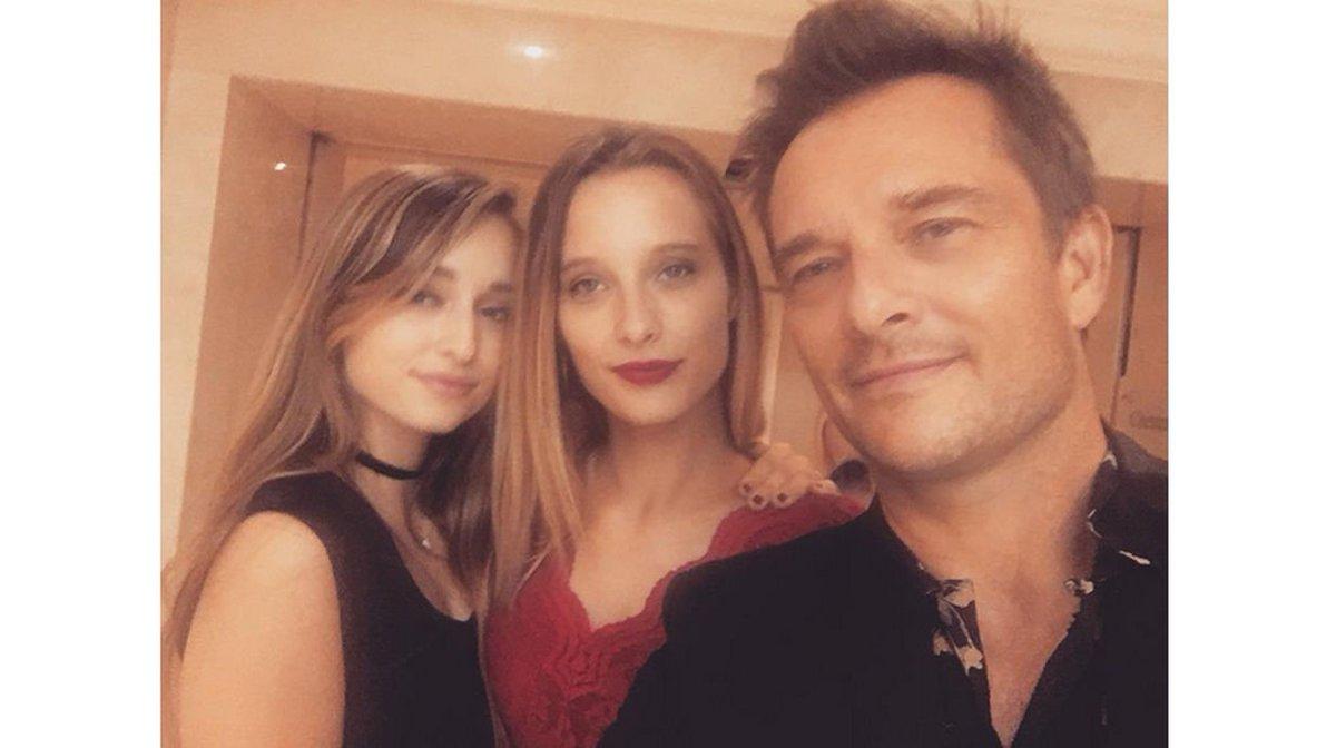 @davidhallyday #Emma,#Illona Qu'elles belles filles tu as  @JohnnySjh trop belles tes petites girls La famille Hallyday elle est terrible pic.twitter.com/M9nanX4tBd