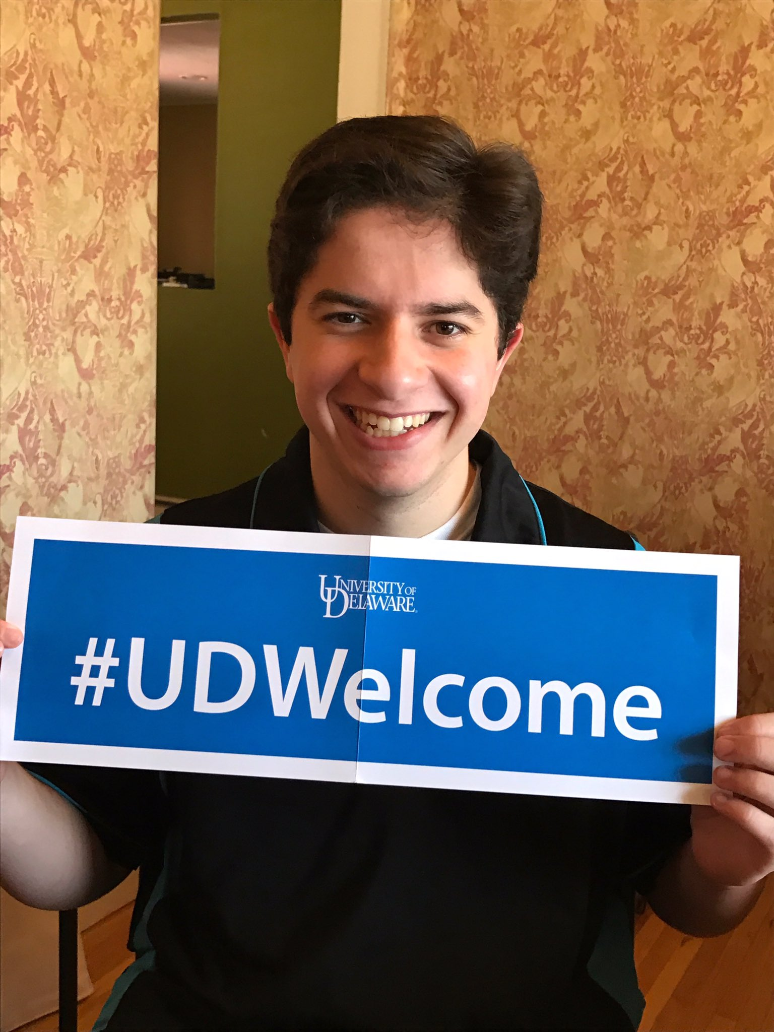 It's official!  Deposit is paid and can't be more proud of the newest Blue Hen!!#UDWelcome #UDel https://t.co/MwwP0EtTuw