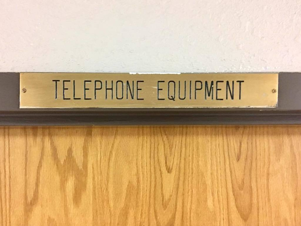 Sign in Strickland Hall, built 1968. #signsofmizzou #vintagesign #retrosign #telephoneequipment #telephone #signage #font #midmodmizzou #mi…<br>http://pic.twitter.com/QtlDzXsZny