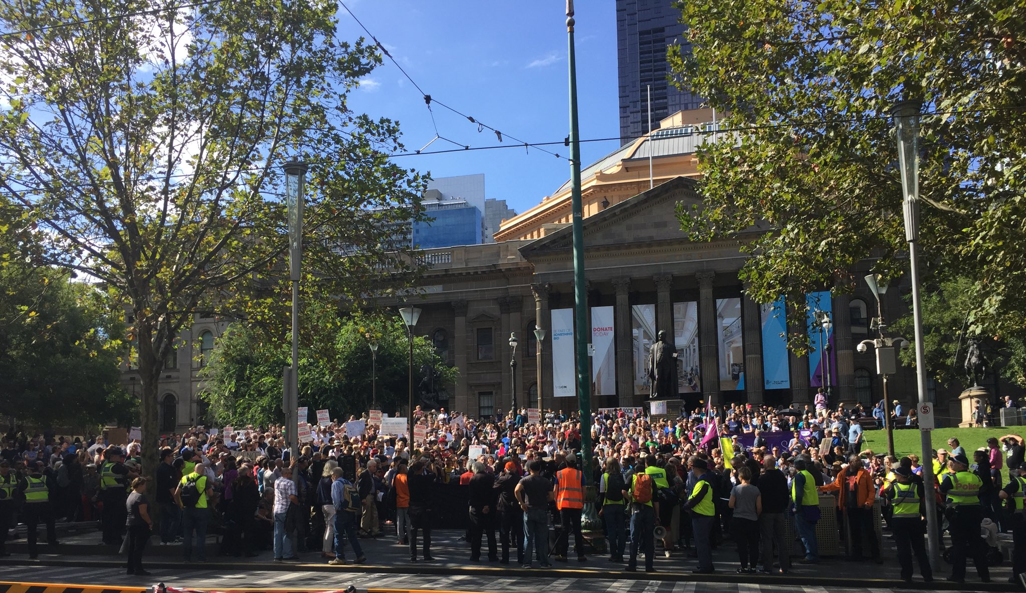 Well done people of #Melbourne #marchforscience #marchforscienceau https://t.co/TPX9GjOXe6