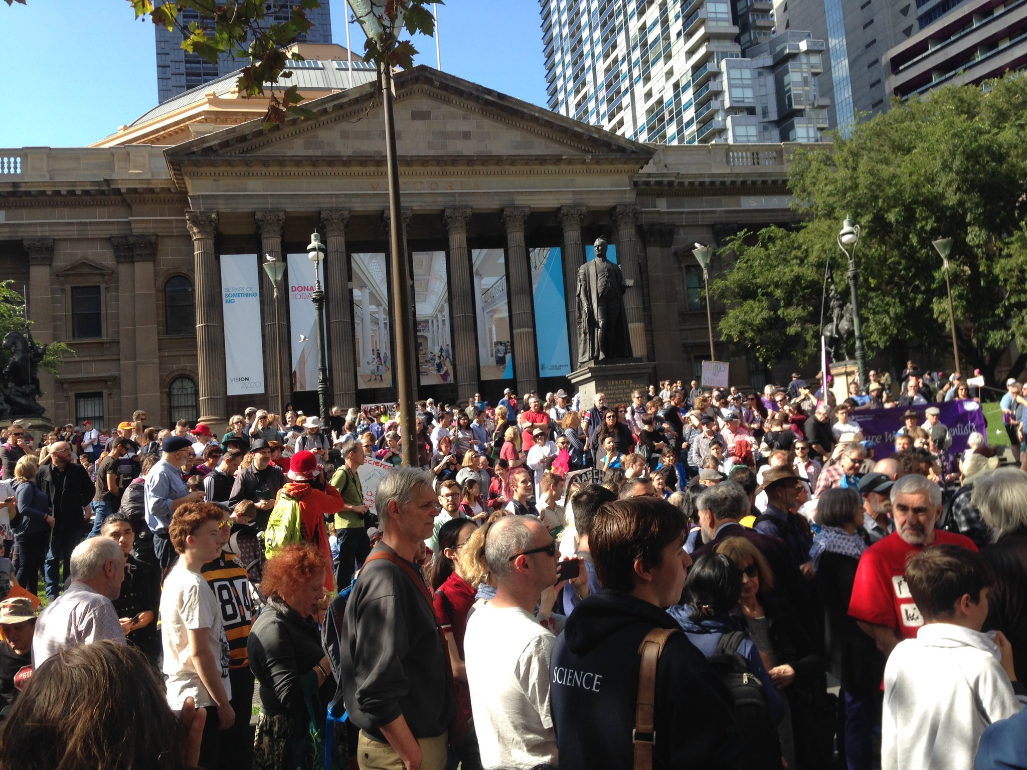 At #marchforscience all standing for good evidence based policy and protecting a safe #climate future #renewables #StopAdani #auspol https://t.co/etKx5WETu1