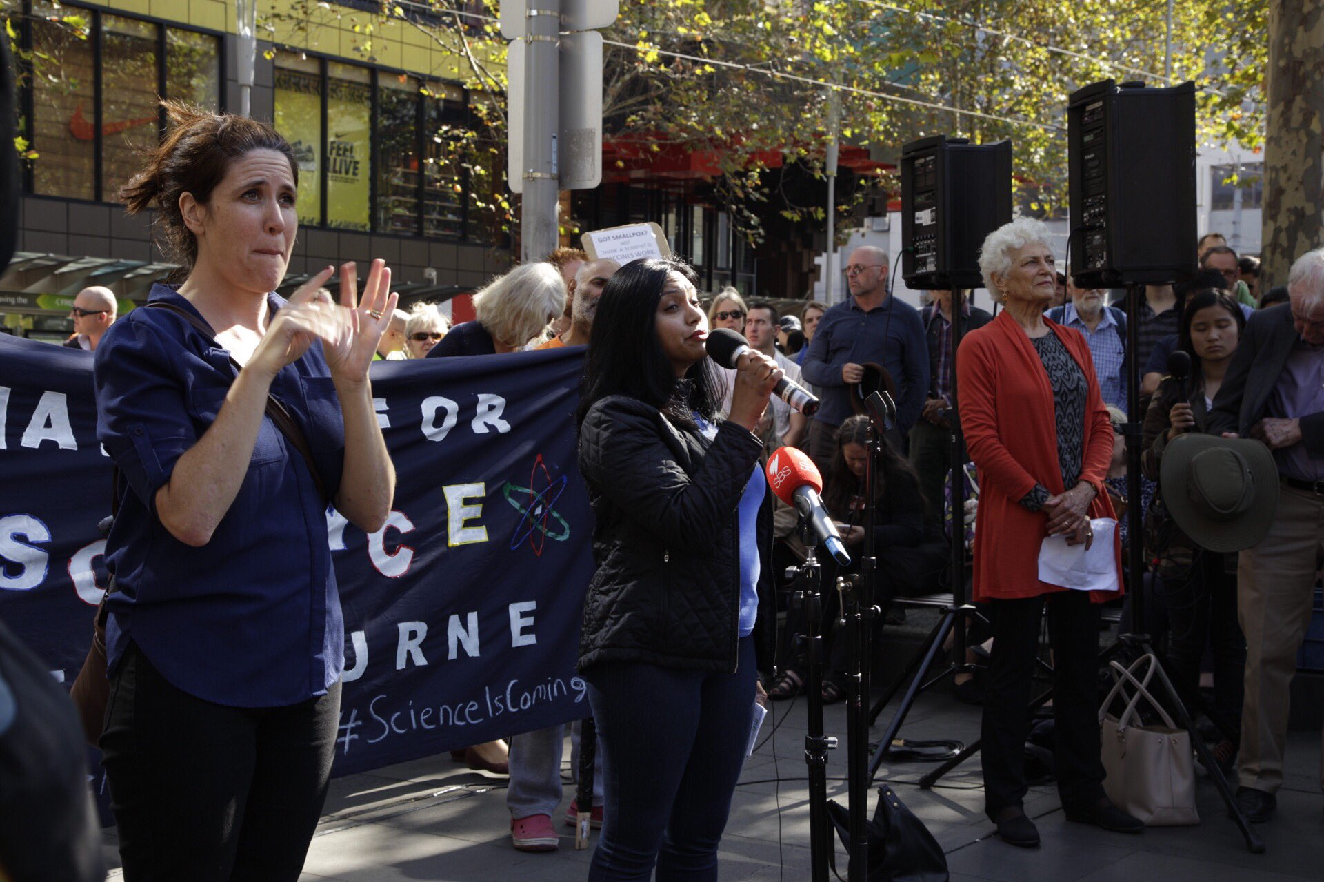 Upulie Divisekera talking about the importance of hearing from the diverse voices in science.   #marchforscience #marchforscienceau https://t.co/tpM0OyjF0A