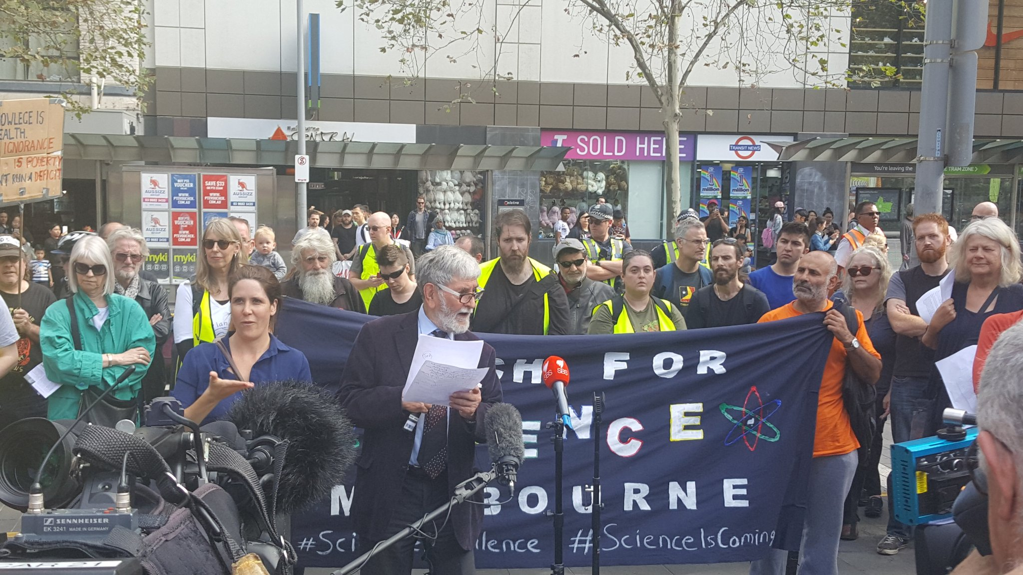 Science advocacy is not like a one shot vaccination we need to continue to keep up pressure: Barry Jones @ScienceMarchMel  #sciencemarchau https://t.co/gTLMHxR15M