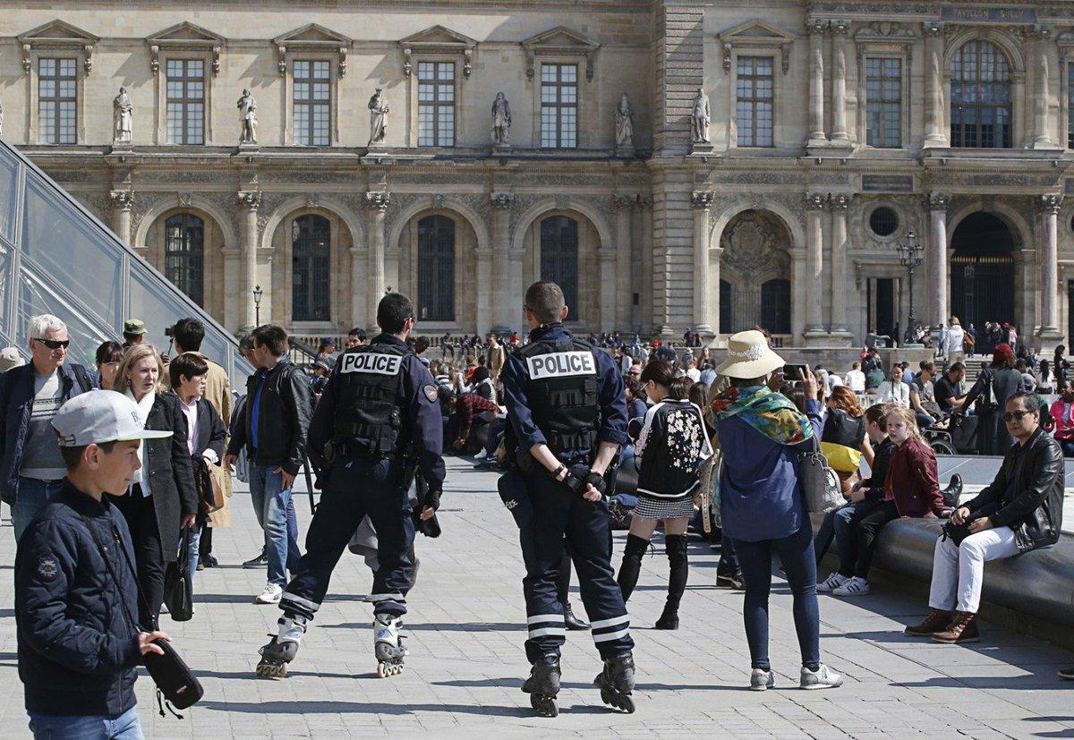 http:// bit.ly/2oyKATS  &nbsp;   : #Champs  #Criminal - #Champs-Elysees gunman had long criminal #record, praised IS<br>http://pic.twitter.com/jfPfrnR7bM