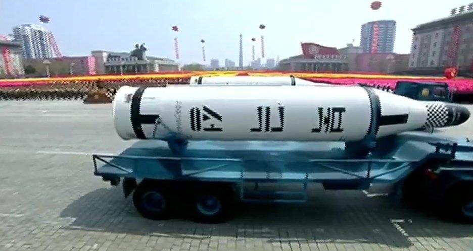 Военный парад в КНДР в честь 105-й годовщины со дня рождения Ким Ир Сена