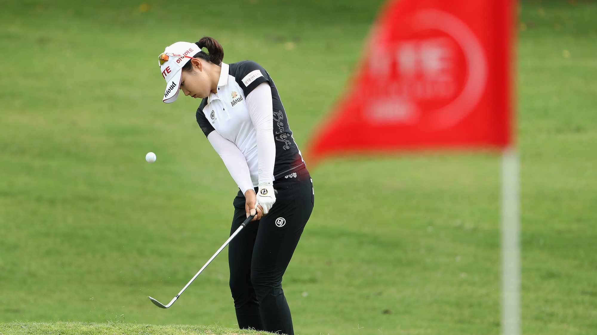 Su-Yeon Jang extends her lead, Cristie Kerr sets tournament & course record @LPGALOTTE   Rd. 3 Recap ==> https://t.co/qH2YBf8H8u https://t.co/C029dFI7rQ