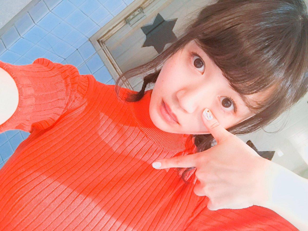 TTポーズをとる尾崎由香