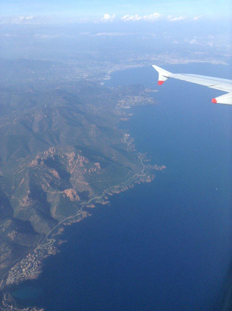 View of Estérel coastline and Baie of Cannes landing in Nice #FrenchMerveilles #CotedAzurNow @VisitCotedazur<br>http://pic.twitter.com/ZC2DCalNue