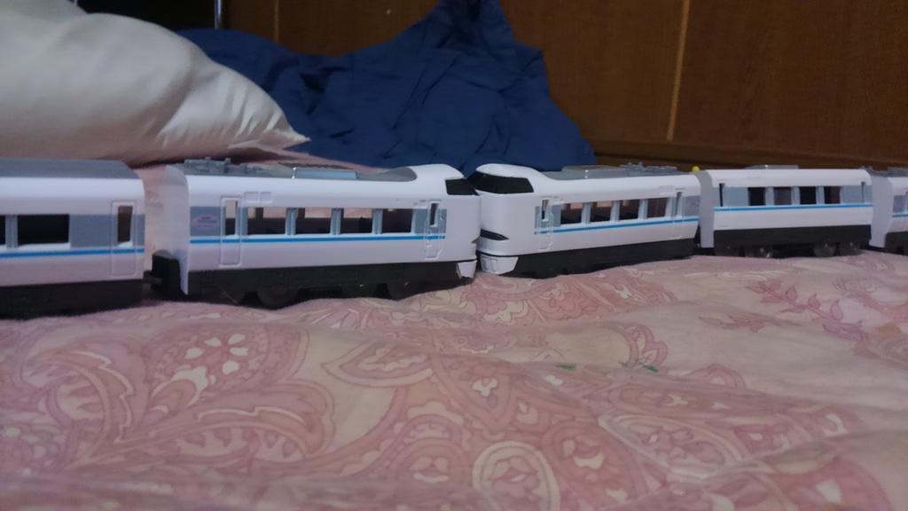test ツイッターメディア - これを一回やってみたかった #サンダーバード  #ダイソー #ダイソープチ電車 #681系 #683系 https://t.co/ZBbo7g947T