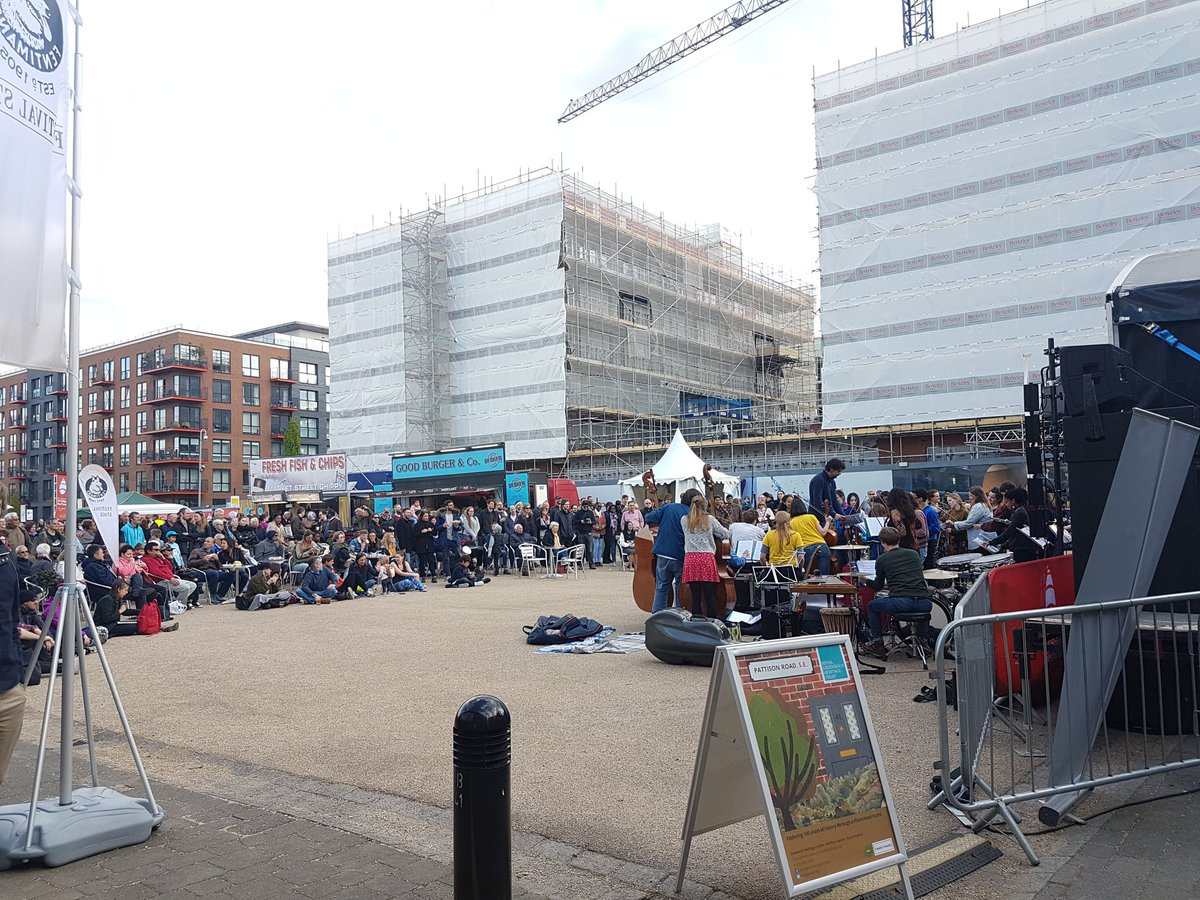There's some amazing live music happening outside @GreenwichHC! Come in and enjoy our activities to some great tunes ⛵🎶🎻🎺 @Royal_Greenwich