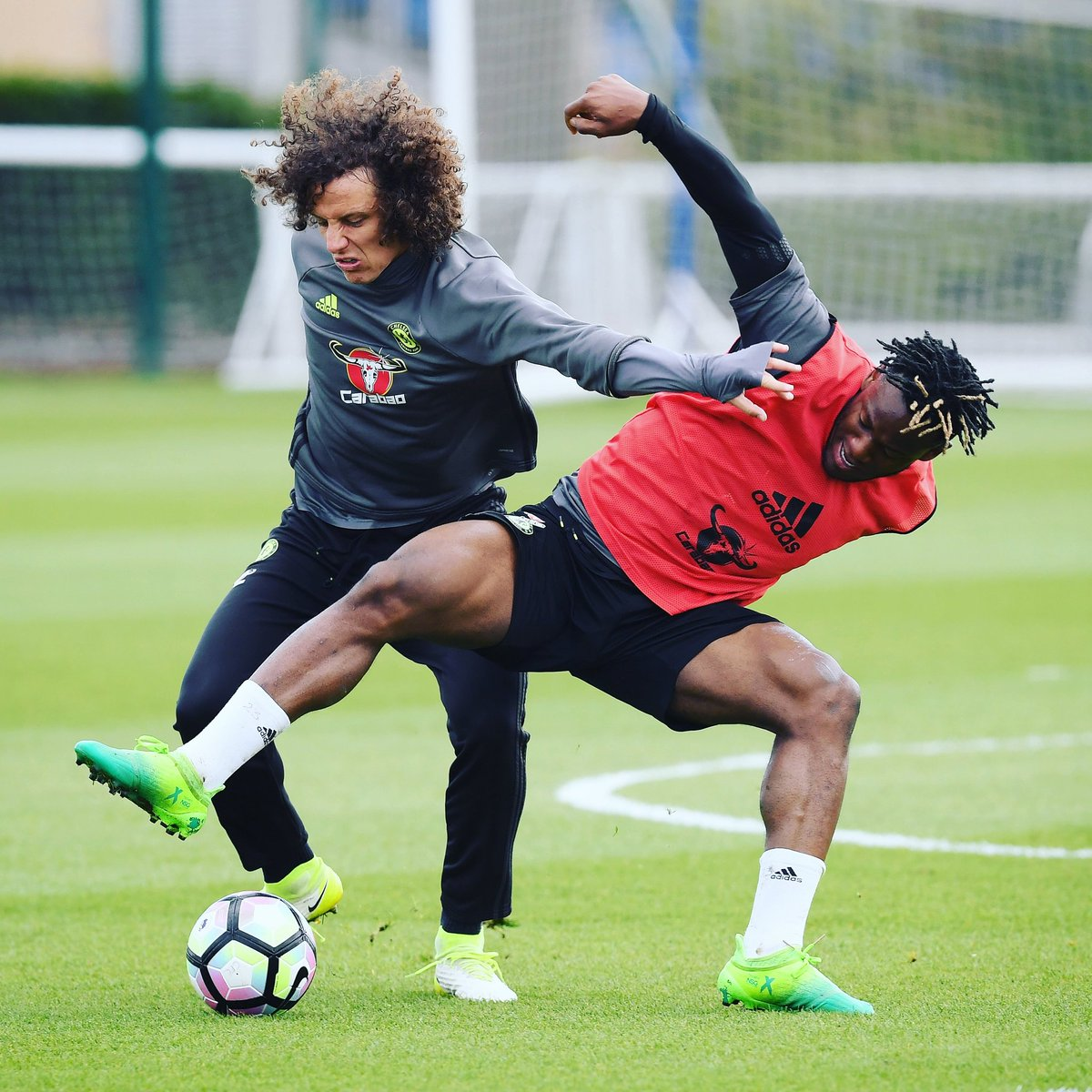 "Michy Batshuayi on Twitter ""Beast mode DavidLuiz 4 🔥 training"