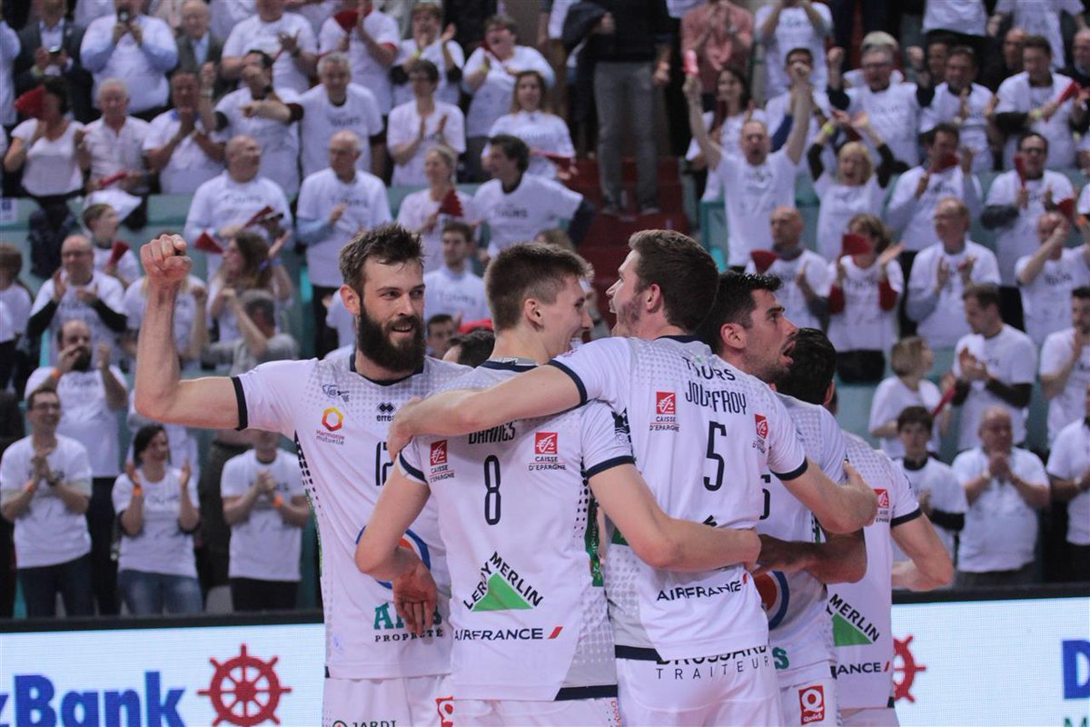 What a beautiful way to take the #CEVCupM at home! @ToursVolleyBall started as underdogs the battle vs @trentinovolley and finish Champions!<br>http://pic.twitter.com/NO5h0LJU6F