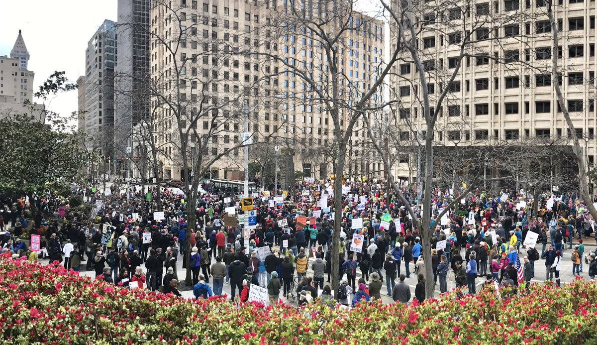 Huge crowd for the #Seattle #TaxMarch! #TaxMarchSeattle #taxdaymarch https://t.co/Jfcc5MQeXA