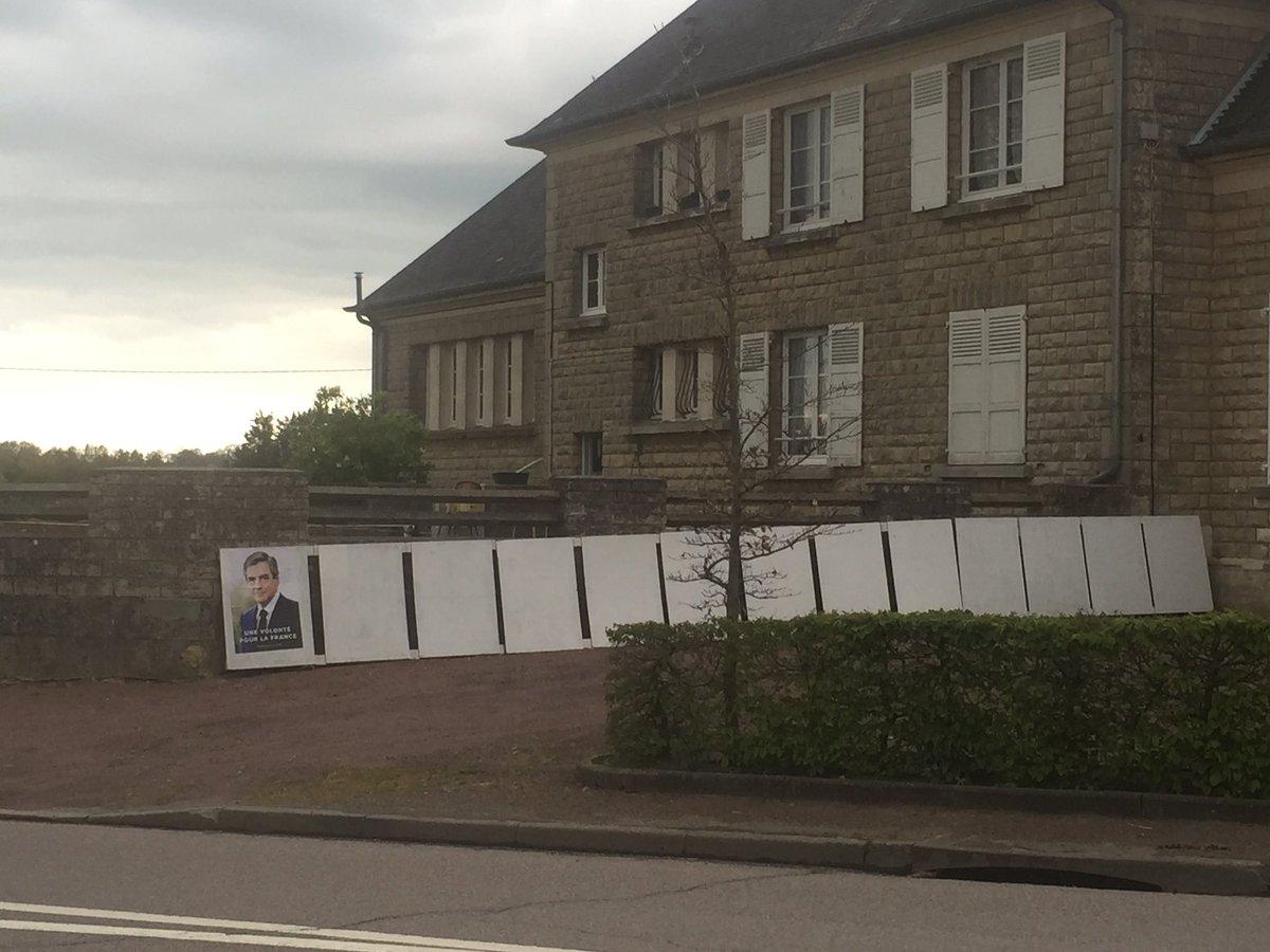 Seul #Fillon2017_fr se preoccupe des zones rurales @FrancoisFillon #jevotefillon #fillon_calvadospic.twitter.com/6VTkuc9IOa