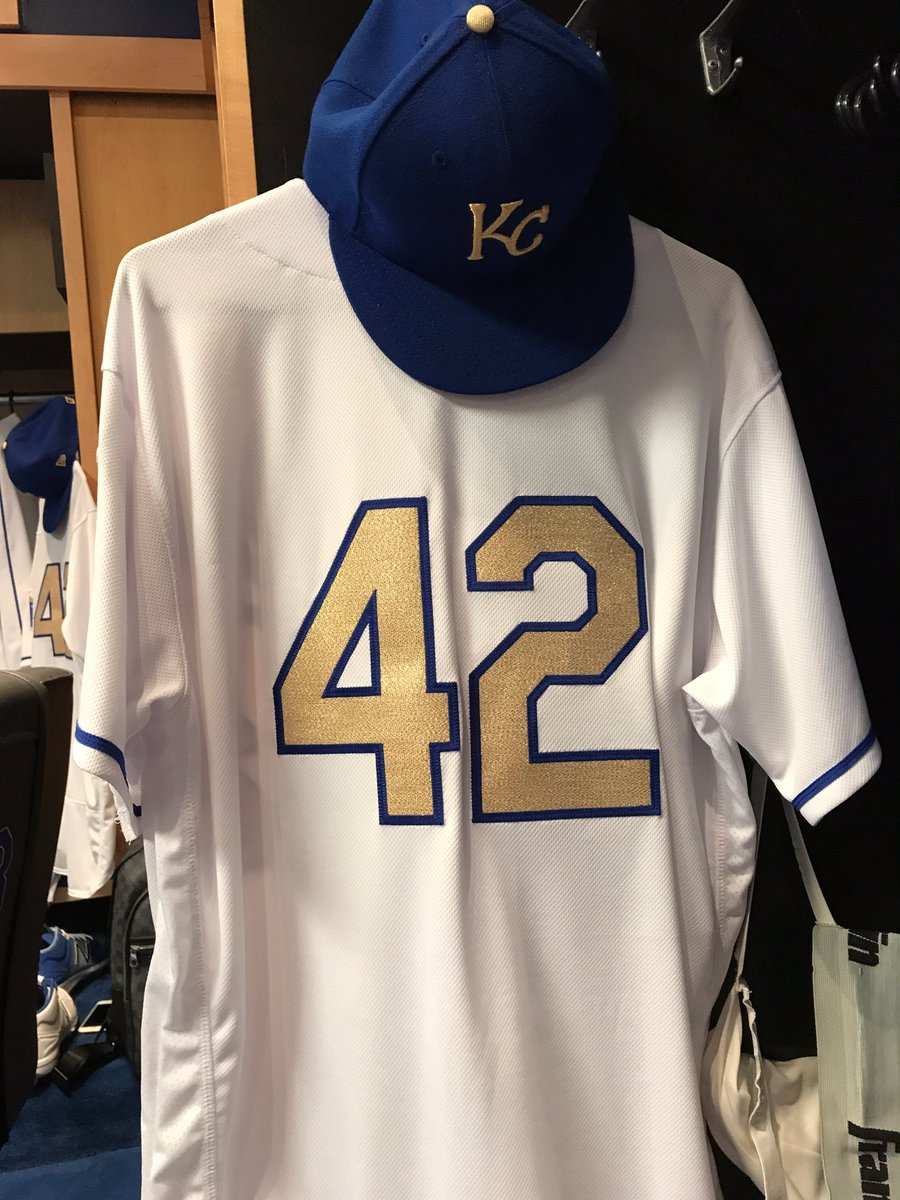 #ThankYouJackie for all you did on & off the field. Your courage & bravery helped pave the way for players like me from Venezuela. #42 <br>http://pic.twitter.com/2e4338KW90