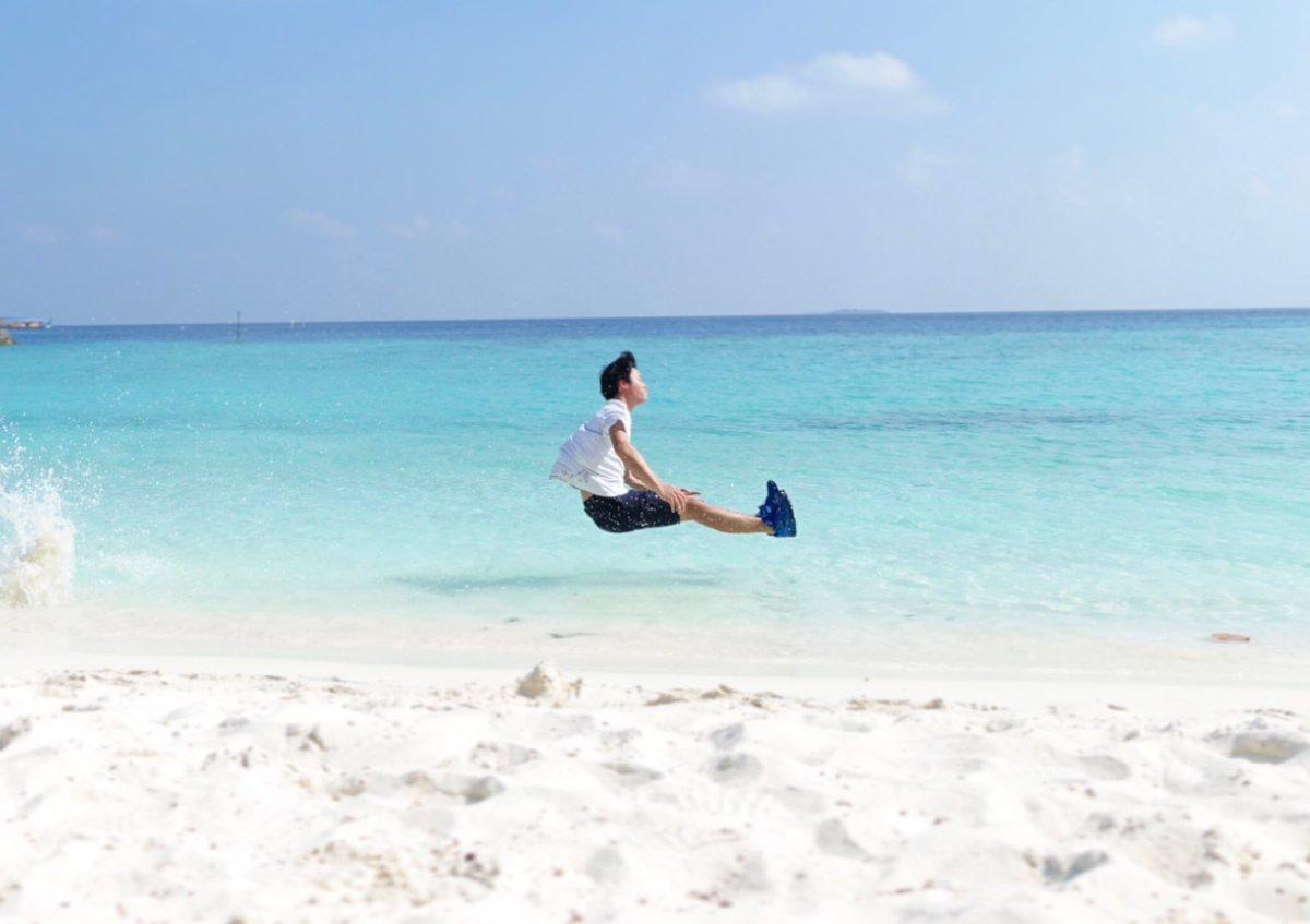 頑張って撮ったハイレベルな写真です。  こと後起きる事は、 ①意外と浅くてお尻がめり込む ②海底に突き刺さる ③胸を強打し溺れ死ぬ です、ありがとうございました。