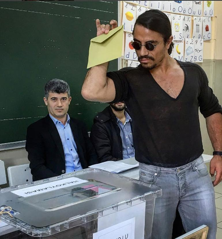 IN PHOTOS: Polls open in Turkey's referendum https://t.co/YsF8qugtaU