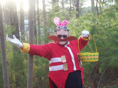 Did you see the Easter Eggman out on your lawn this morning? Happy Easter! https://t.co/MLMahPK0qy