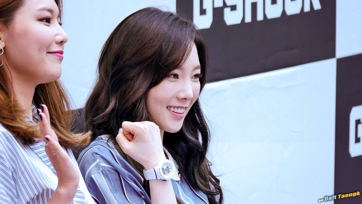 170416 Snsd Casio G Shock Taeyeon Fansign Photos
